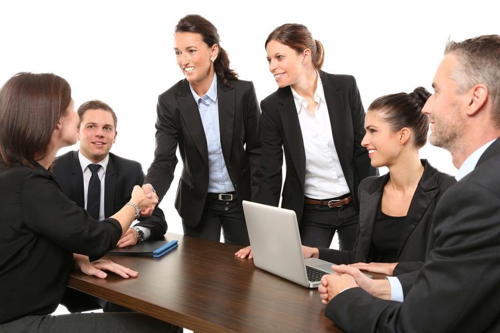 Sicher auftreten im Meeting: Mit Hypnose kein Problem